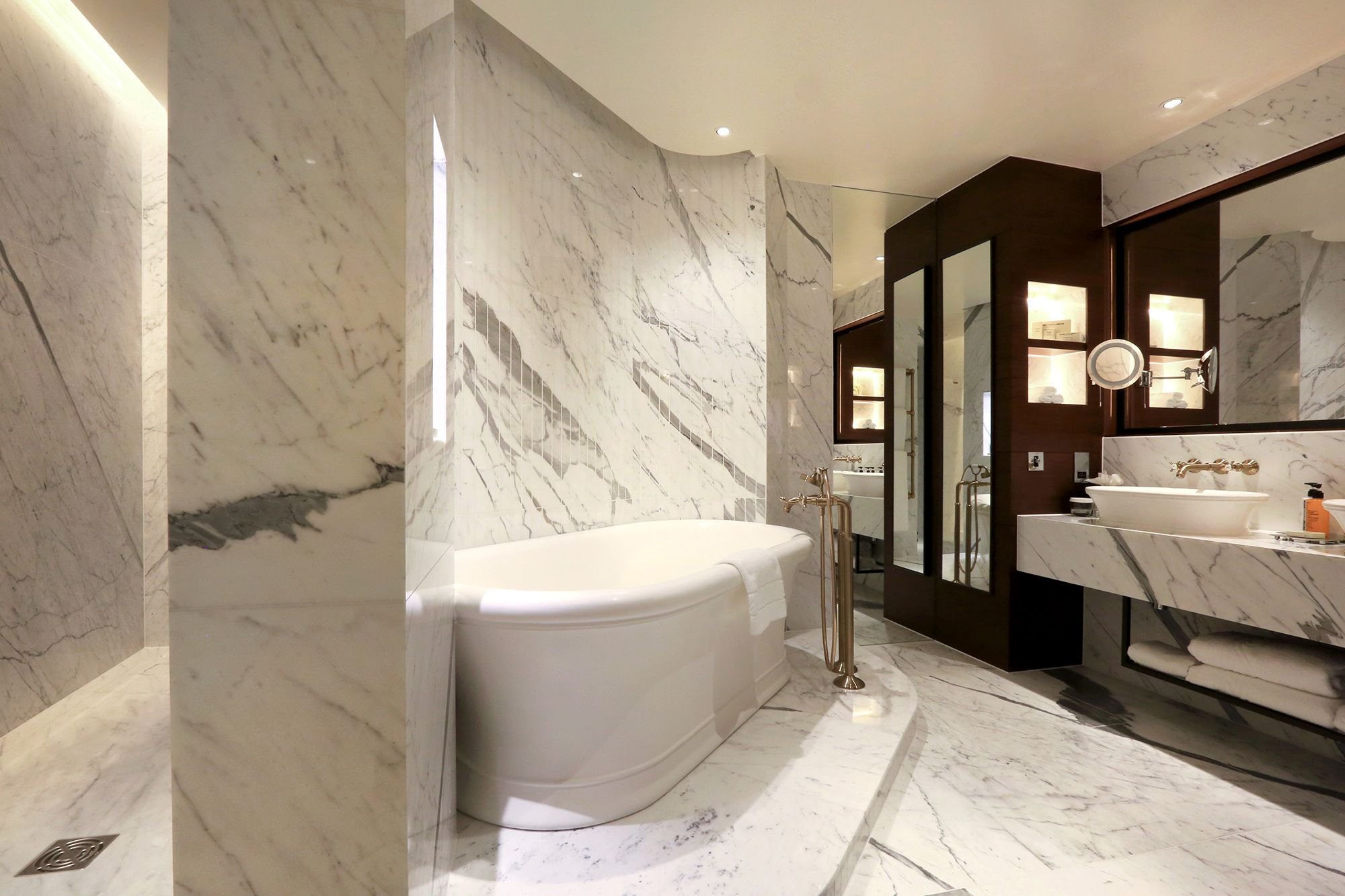Top 5 Features Guests Need In Their Hotel En-Suite